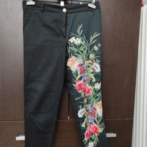 Μαύρο capri παντελόνι με λουλούδια m