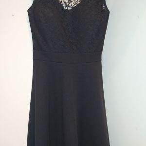 Φόρεμα μαύρο με δαντέλα