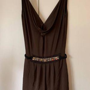 Καφέ σκούρο βραδινό φόρεμα, MEDIUM, εντυπωσιακό ξώπλατο, από τον ώμο 80εκ. μήκος,