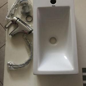 Νιπτήρας Μπάνιου και μπαταρία