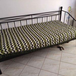 Μεταλλικό μονό κρεβάτι ΜΑΖΙ με μονό στρωμα