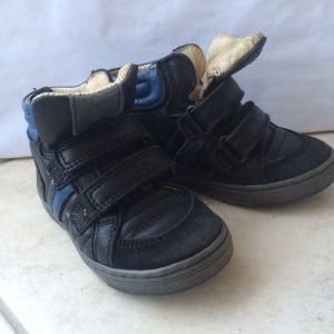 Παιδικά παπούτσια για αγόρια.