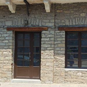 ΚΑΤΑΣΤΗΜΑ 45τμ ΠΑΠΑΔΑΤΕΣ ΜΑΚΡΥΝΕΙΑΣ (δεξιά πλευρά του κτιρίου)