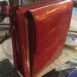 Louis Vuitton original του 1994 κόκκινη γυαλιστερή με δερμάτινο χερούλι για ώμο