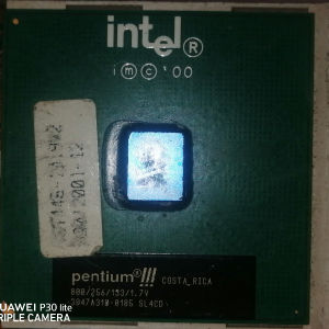 INTEL PENTIUM III,            800/256/133/1.7V.              3047A318-0185 SL4CD.