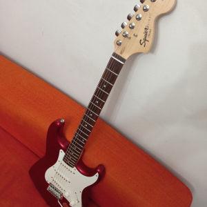 Ηλεκτρικη κιθάρα Fender strat squier σε τέλεια κατάσταση