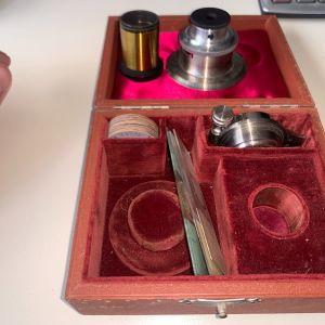 ANTIQUE LEICA E. LEITZ WETZLAR BRASS MICROSCOPE Lenses φακοί μικροσκοπικού αντίκα με το κουτί τους