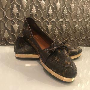 Παπούτσια 38
