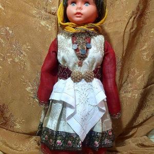 κούκλα με παραδοσιακή  φορεσιά  από  τό  τρικερι