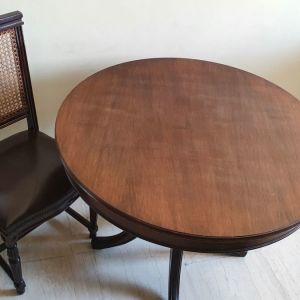 τραπέζι σαλονιού (+ 4 καρέκλες με δέρμα)