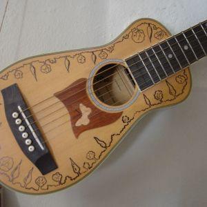 Κιθάρα ταξιδιού (travel guitar)