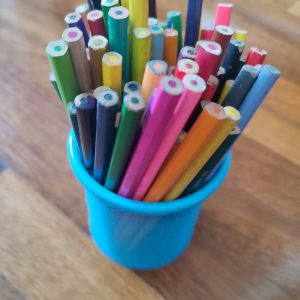 60 ξυλομπογιές διάφορα χρώματα