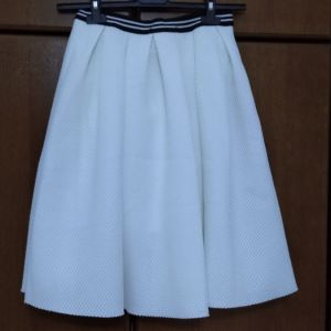 Φούστα Tally Weijl, λευκή με μαυρόασπρο λάστιχο στην μέση. Αφόρετη, με το ταμπελάκι. Medium (EU 38).