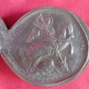Επάργυρη χειροποίητη σκαλιστή πόρπη ( τμήμα πόρπης) με από χαμηλό ασήμι με απεικόνιση του Αγίου Γεωργίου.