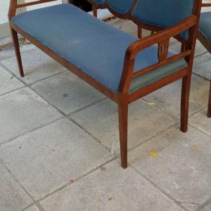 σαλόνι Αρτ ντεκό αποτελείται από καναπέ δύο πολυθρόνες και τραπεζάκι σε καλή κατασταση