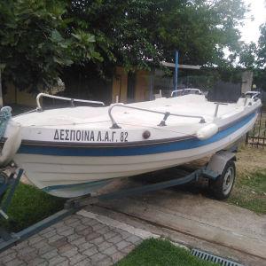 Πωλείται βάρκα με τρέιλερ και μηχανή.