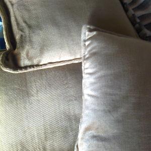 Έξι μαξιλάρια βελούδινα καναπέ