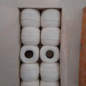 10 κουβαράκια με νήμα για δαντέλες Puppets Νο 80 των 20 gr σε λευκό χρώμα
